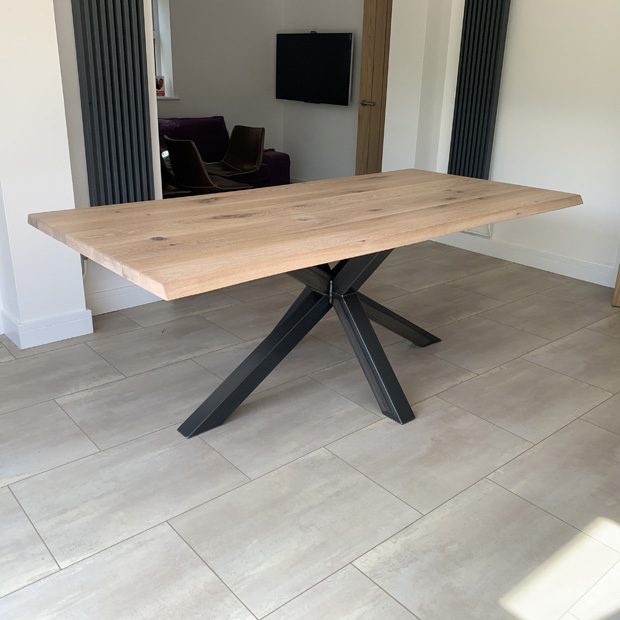 Vik Table